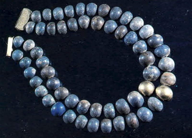 Necklace from Psusennes I's tomb with beads of lapis-lazuli (1)